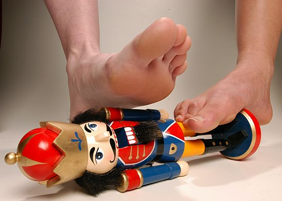 nutcracker_feet