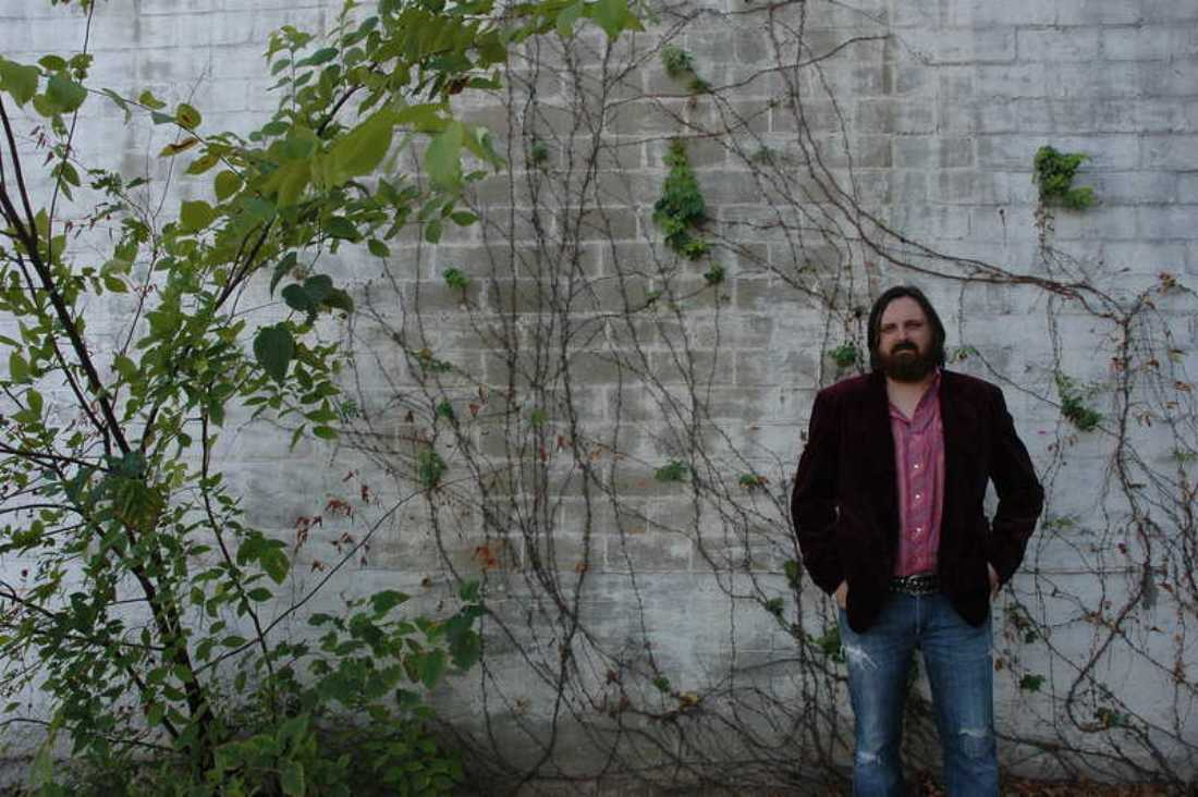 Fort Worth Americana singer-songwrtier Kevin Aldridge will celebrate the release of his debut solo CD, The Viper Sessions, on Friday at Magnolia Motor Lounge.