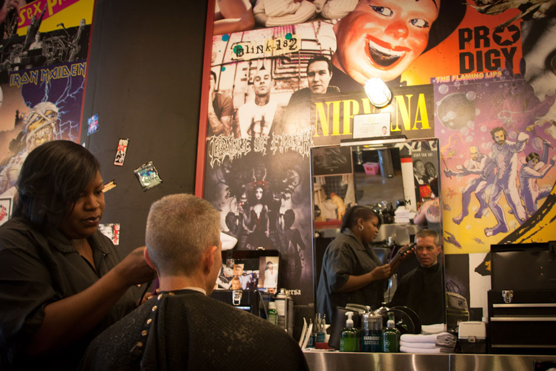 Monica Taylor cuts a customer?s hair at Floyd?s 99 Barbershop in ...