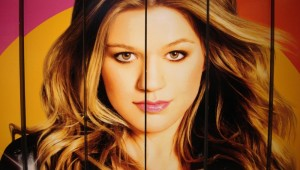 KELLY CLARKSON IS IN TOWN ON FRIDAY NIGHT FOR A BIG SHOW.