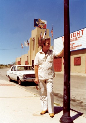 GEORGE JOINES AT BILLY BOB'S TEXAS (photo courtesy of Billy Bob's Texas)