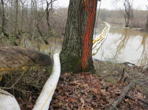 ExxonMobil installed booms to try to keep spilled tar sands bitumen from reaching Lake Conway in Arkansas. Courtesy Tar Sands Blockade