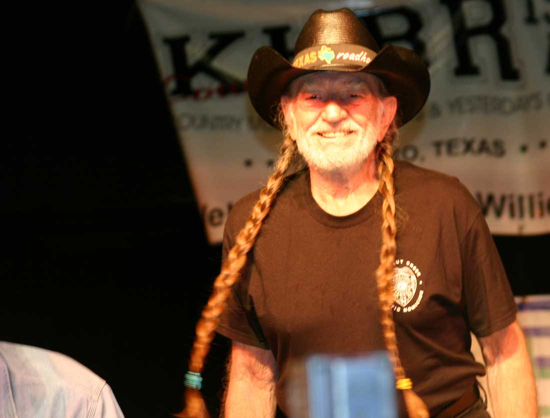 Willie celebrates a special 4th, Thu.