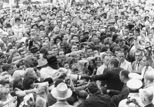 A HUGE CROWD IN FORT WORTH RALLIES BEHIND JFK ON THE MORNING OF NOV. 22, 1963 (Public domain photo courtesy Wikipedia).