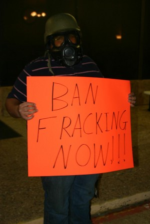 THIS AZLE MAN LET HIS SIGN DO THE TALKING  (photos by Jeff Prince)