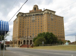 The Baker Hotel in Mineral Wells (Wikimedia Commons).