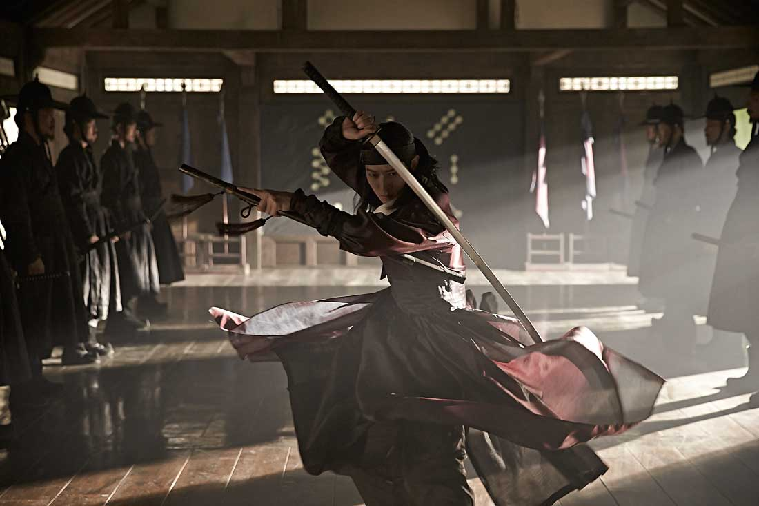 Kang Dong-won cuts a terrifying figure in Kundo: Age of the Rampant.