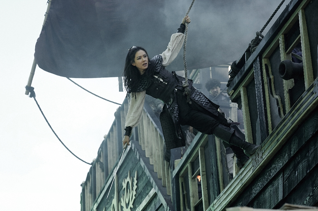 Son Ye-jin demonstrates her derring-do during a naval battle in The Pirates.