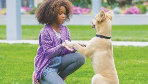 Quvenzhané Wallis plays with Sandy in the new Annie.