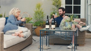 Blythe Danner and Martin Starr bond over chardonnay on her back porch in I'll See You in My Dreams.
