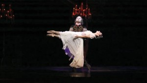 Texas Ballet Theater's blockbuster Dracula returns to Bass Hall this weekend.