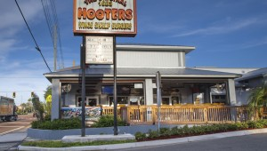 hooters-470832865