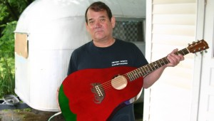 MARK CIGAINERO AND HIS CHILI PEPPER GUITAR. (Photos by Jeff Prince)